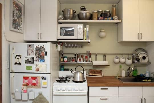 Jose's Super Small & Stylish 275 Square Foot Apartment: gallery slide thumbnail 17