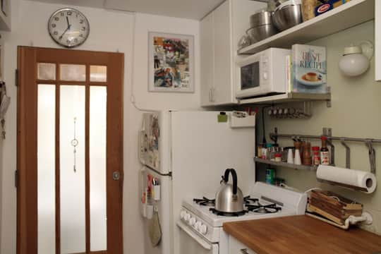 Jose's Super Small & Stylish 275 Square Foot Apartment: gallery slide thumbnail 20
