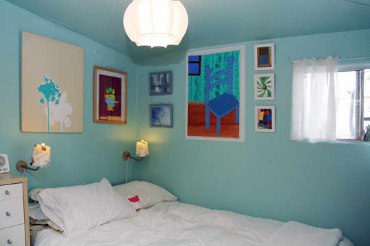 Jose's Super Small & Stylish 275 Square Foot Apartment: gallery slide thumbnail 6