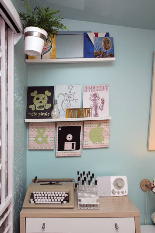 Jose's Super Small & Stylish 275 Square Foot Apartment: gallery slide thumbnail 4