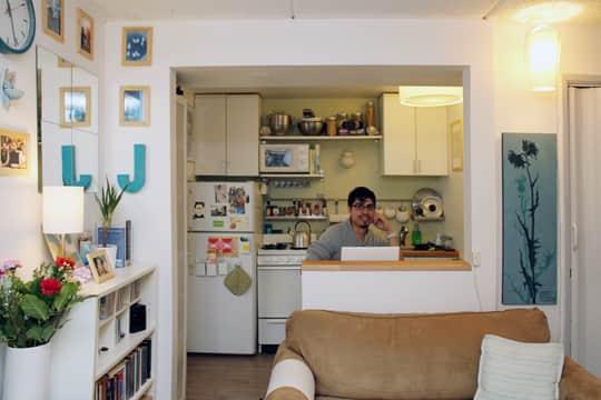 Jose's Super Small & Stylish 275 Square Foot Apartment: gallery slide thumbnail 2