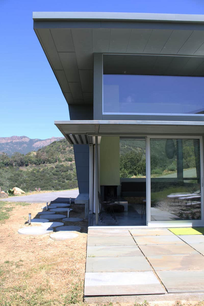 Cory and Nick's Compact Hilltop Home: gallery slide thumbnail 4