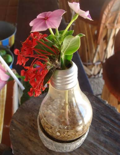 Creative Reuse: 10 Ways To Repurpose Light Bulbs: gallery slide thumbnail 10