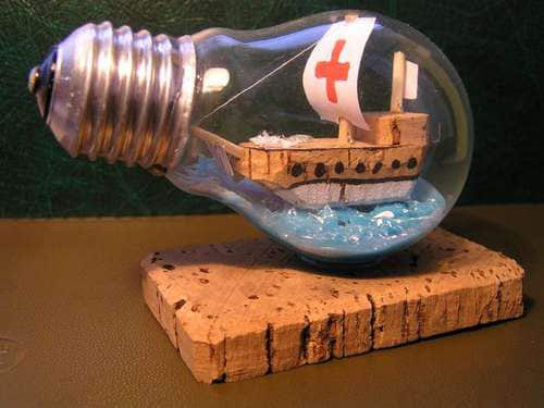 Creative Reuse: 10 Ways To Repurpose Light Bulbs: gallery slide thumbnail 6