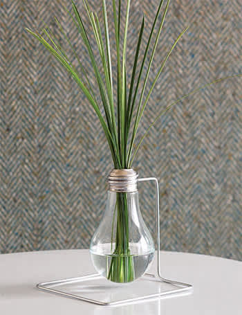 Creative Reuse: 10 Ways To Repurpose Light Bulbs: gallery slide thumbnail 1