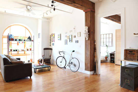 Nick and Rachel's Creative Warehouse Loft: gallery slide thumbnail 3