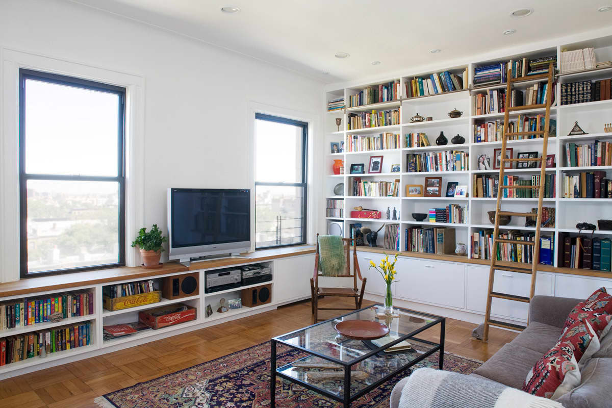 Gary and Ellen's Storage-Savvy Apartment: gallery slide thumbnail 28