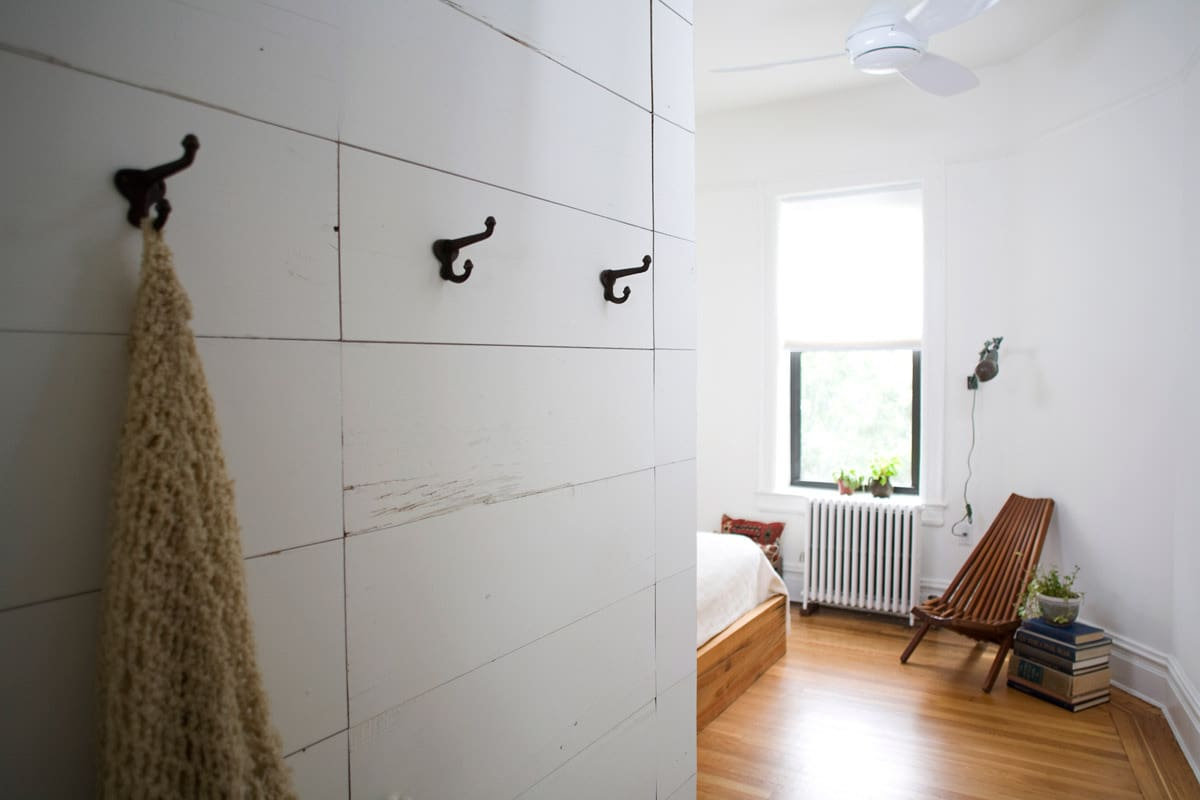 Gary and Ellen's Storage-Savvy Apartment: gallery slide thumbnail 16