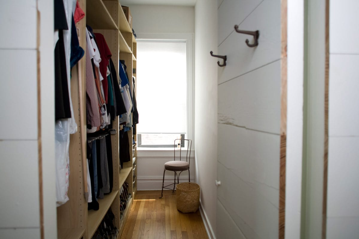 Gary and Ellen's Storage-Savvy Apartment: gallery slide thumbnail 25