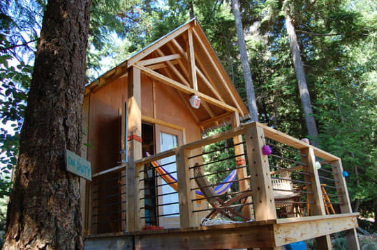 Four People (and a Dog) Living in 180 Square Feet: gallery slide thumbnail 23