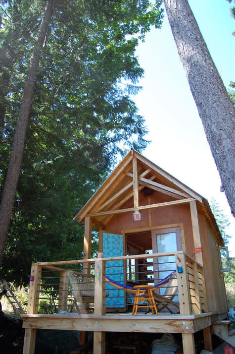 Four People (and a Dog) Living in 180 Square Feet: gallery slide thumbnail 10