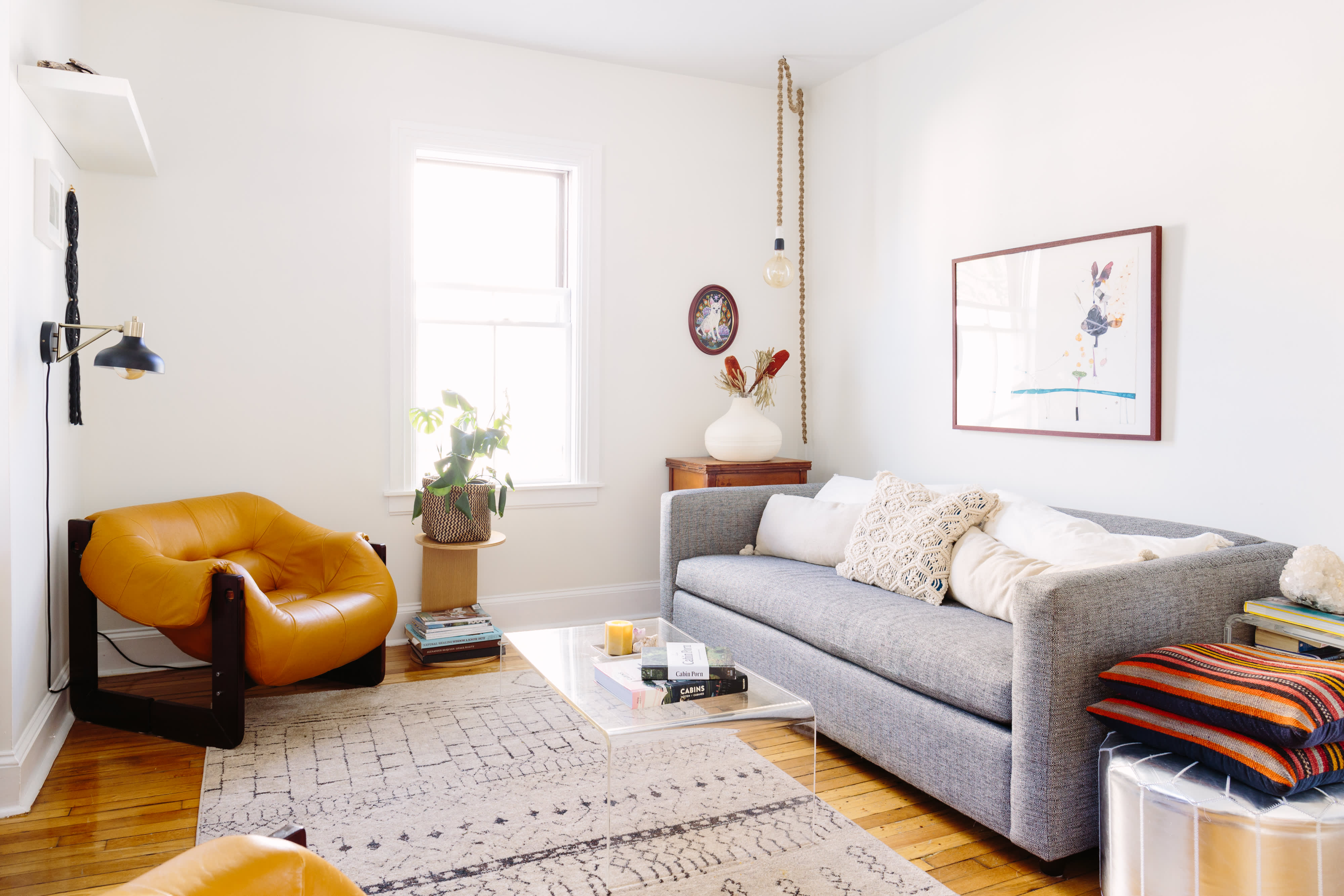 looking up 10 tricks for making your ceiling look higher apartment therapy. Black Bedroom Furniture Sets. Home Design Ideas