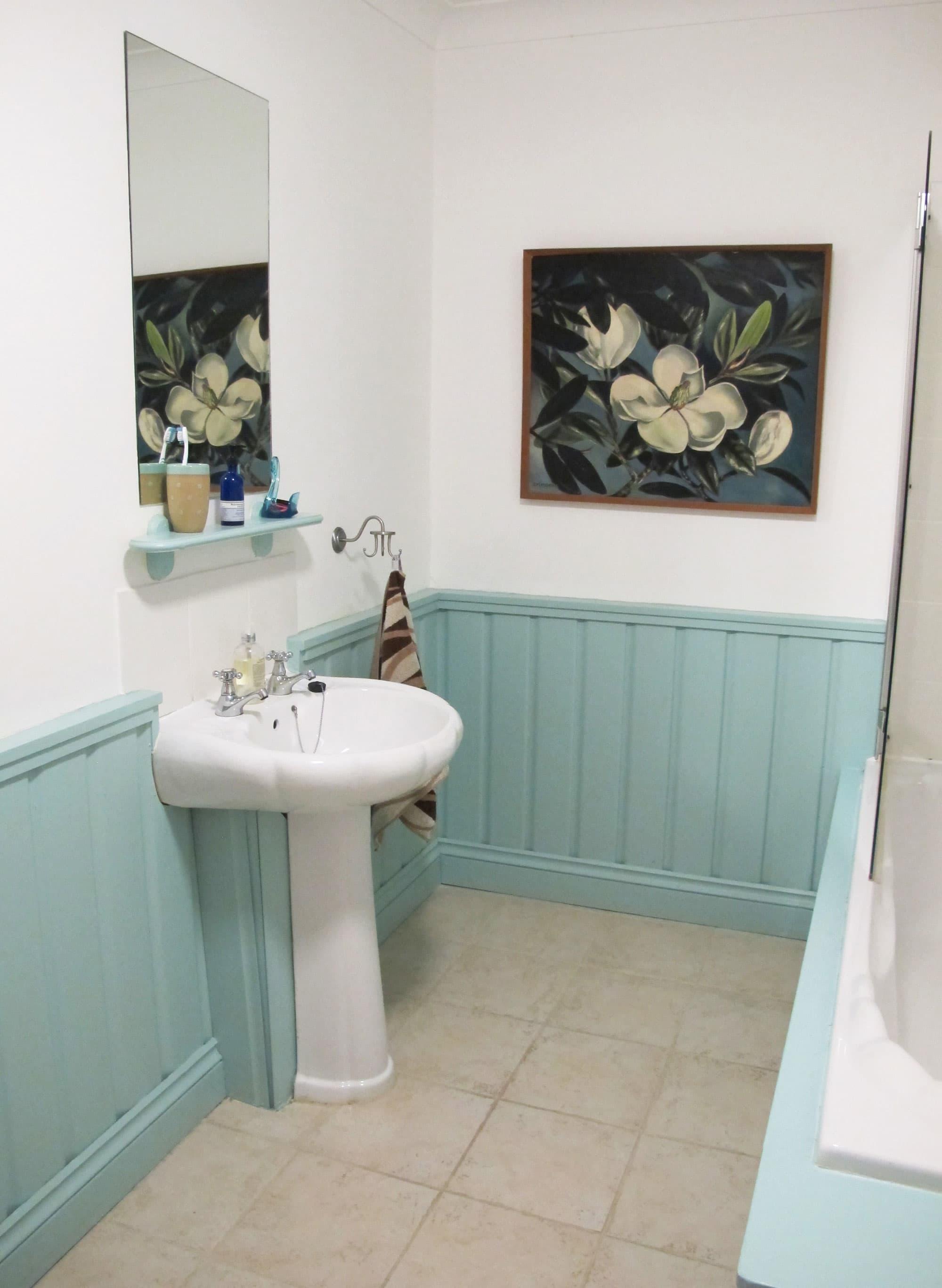 Lesley's Cozy Cool UK Coastal Home: gallery image 18