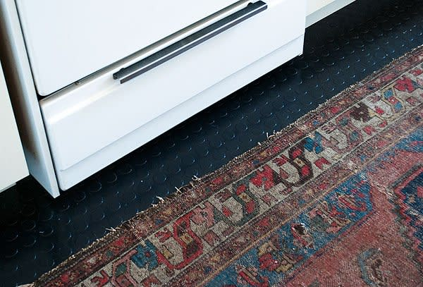 Best removable adhesive products for renters apartment - Temporary flooring for renters ...
