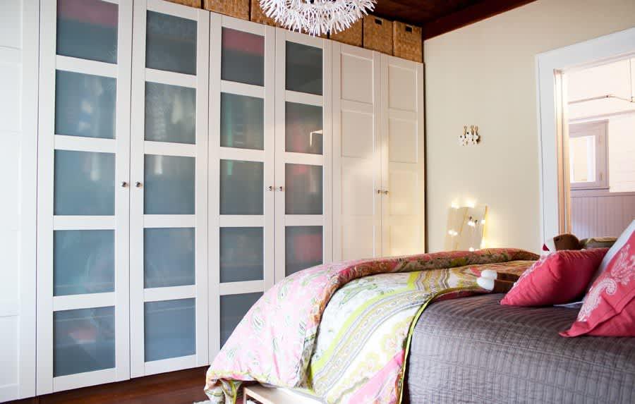 Bedroom Storage Ideas - Small Bedroom Organization ...