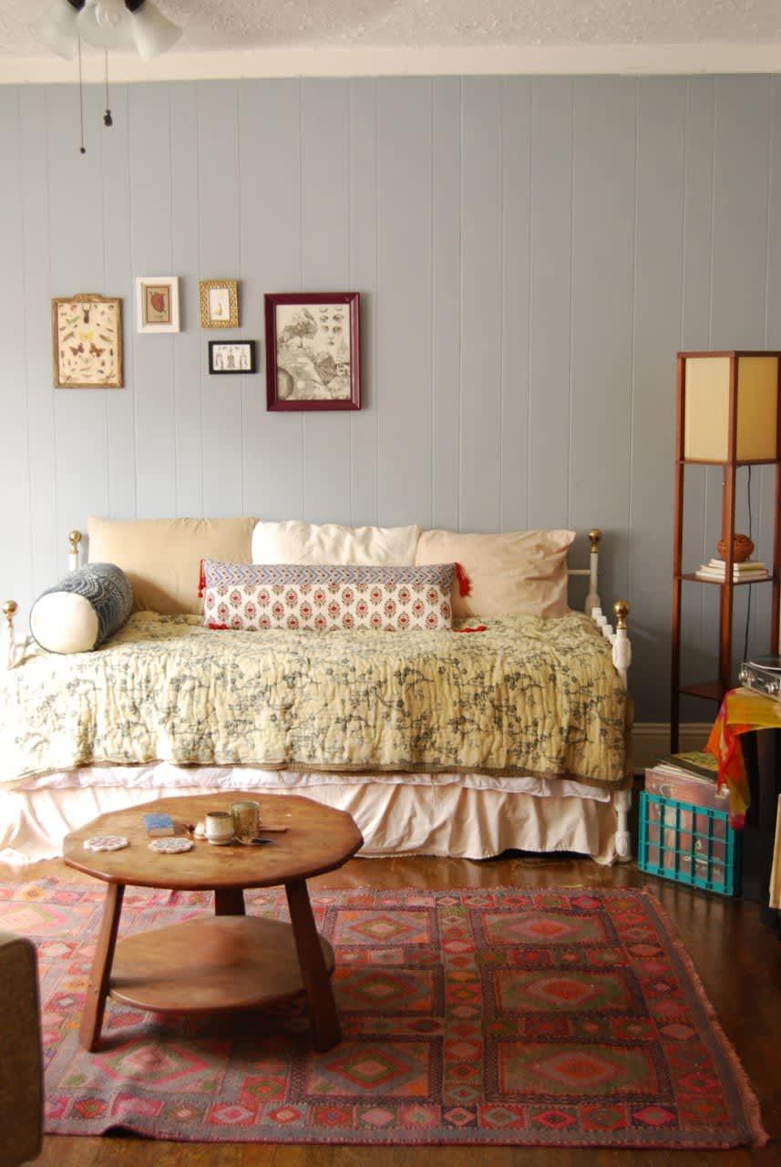 House Tour A Cozy Teeny Tiny Boho Studio Apartment Therapy