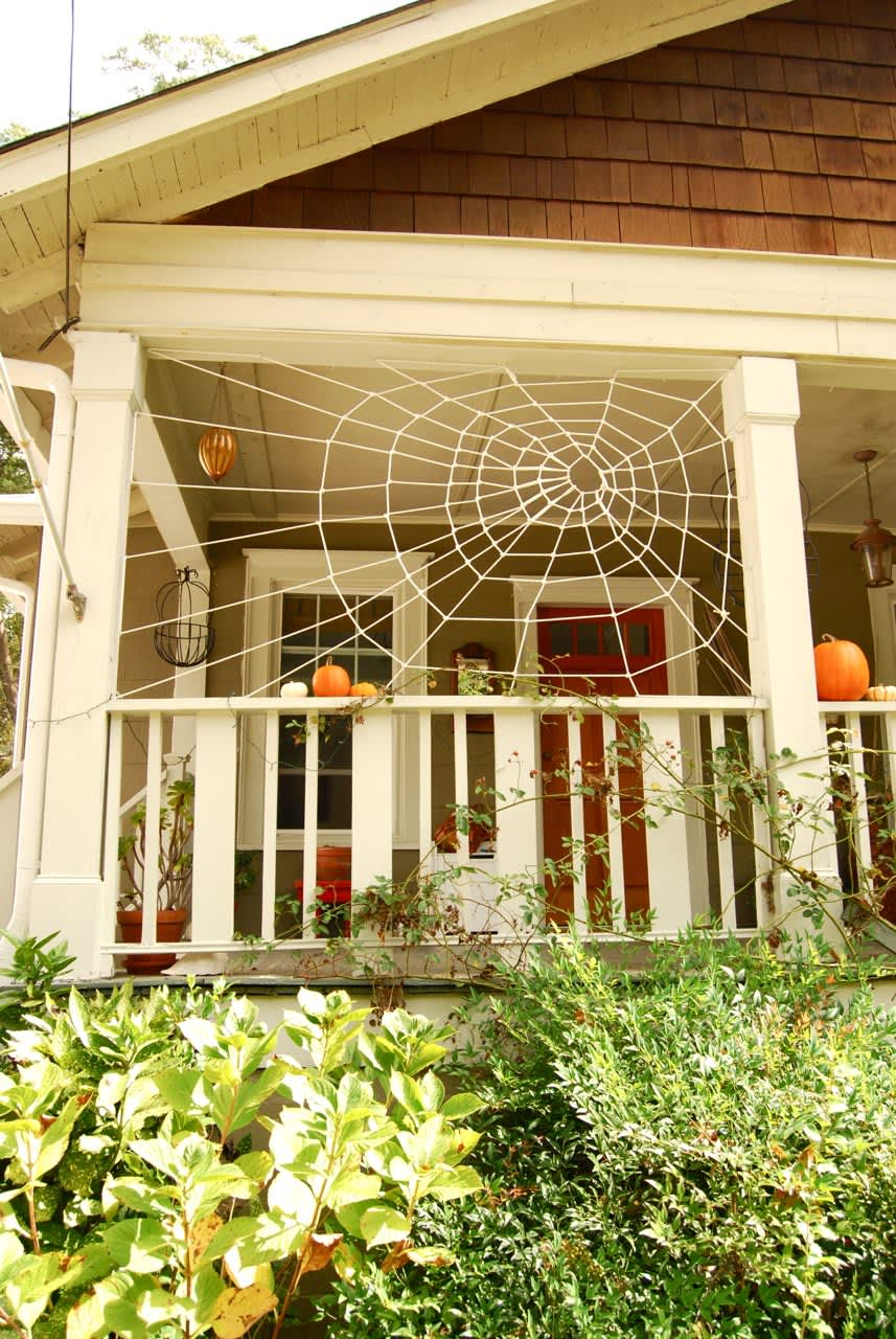 10 Ideas For Decorating Your Porch This Halloween Apartment Therapy