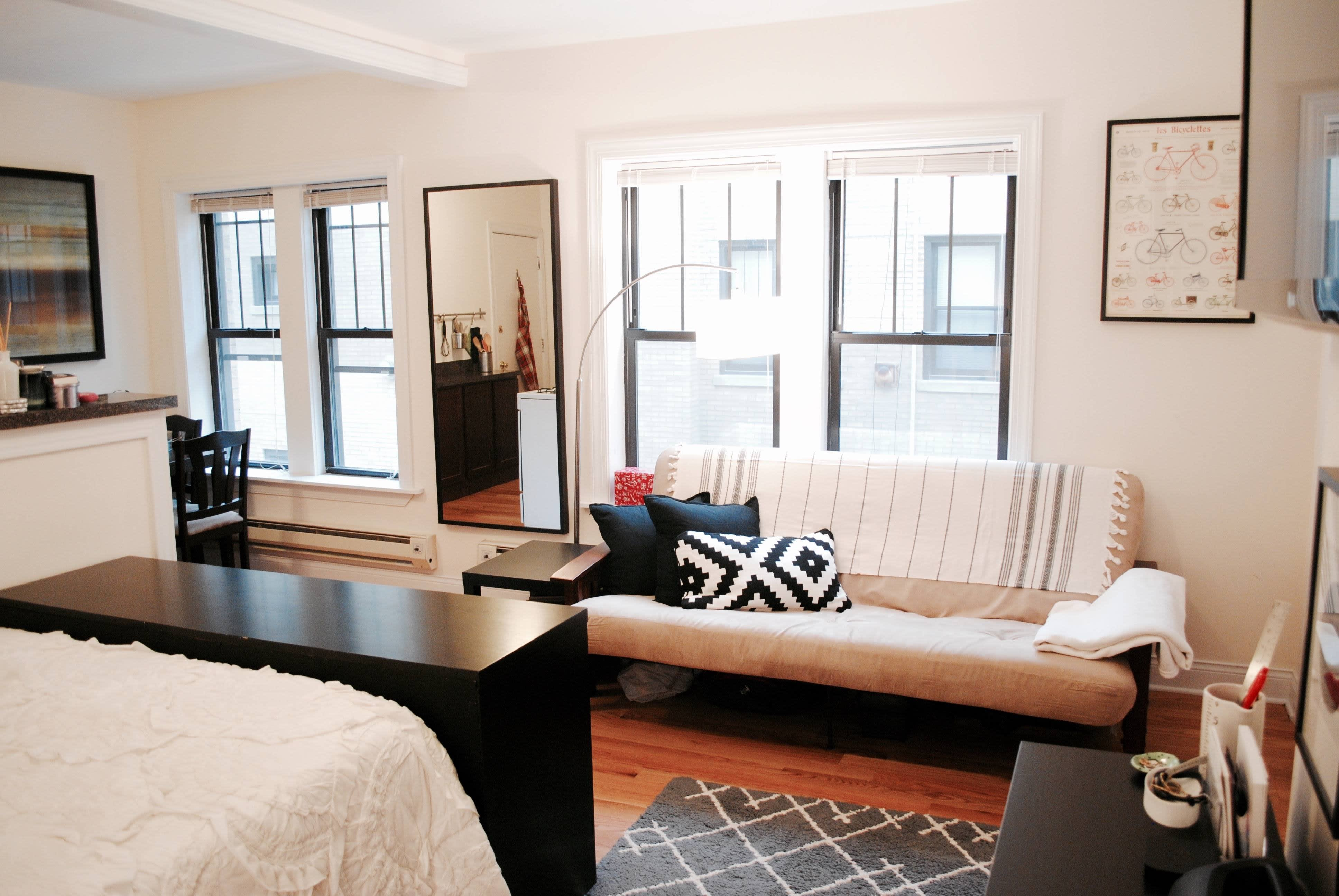 Anna S Accidentally Minimalist Chicago Apartment Apartment Therapy