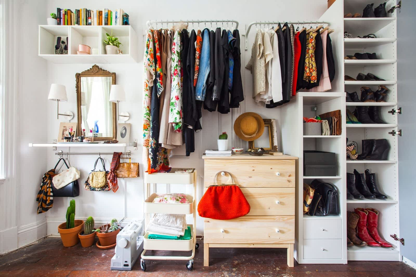 How to make room for clothes without closet apartment - Clothing storage ideas no closet ...