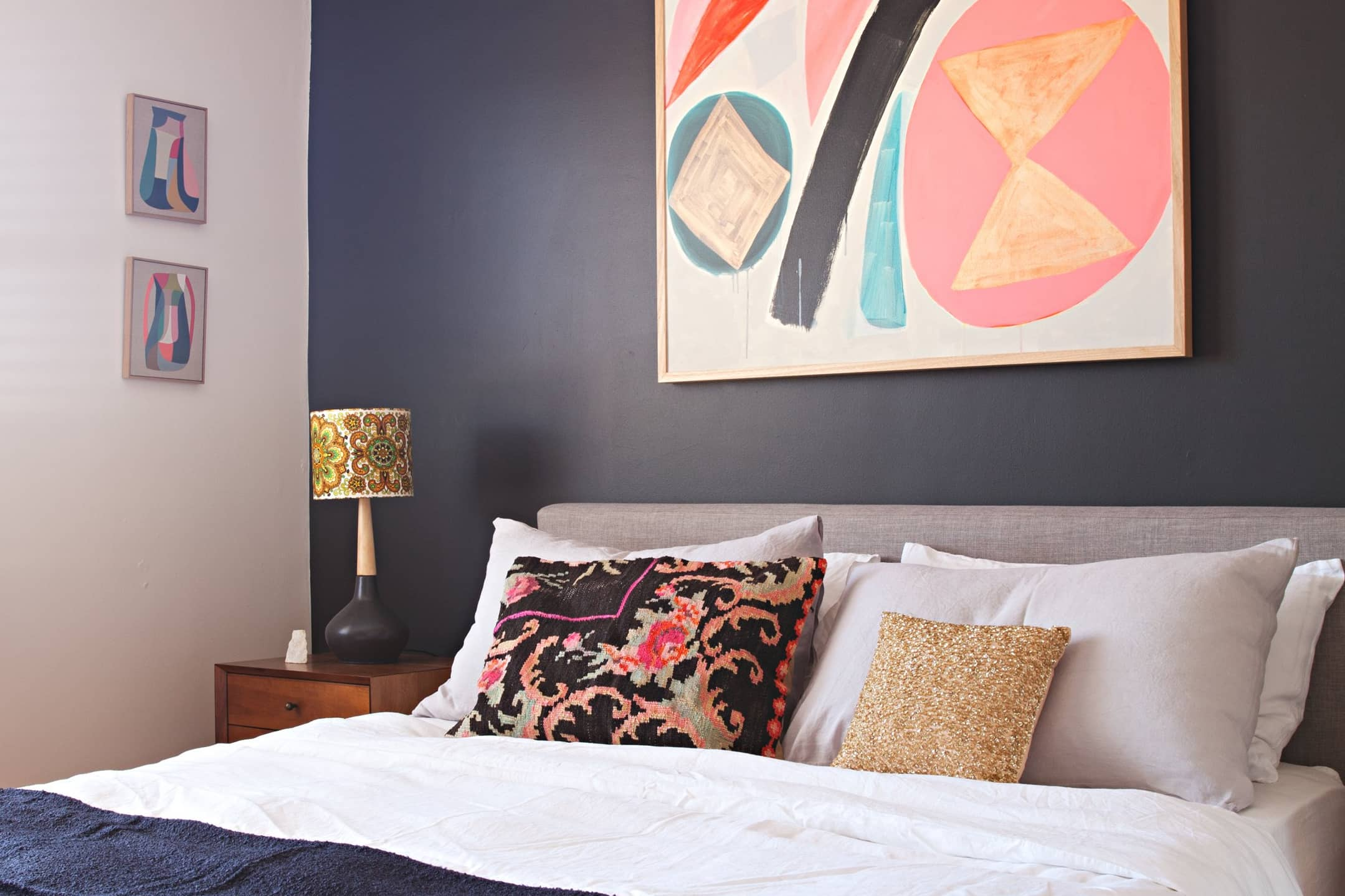 How to nail the perfect placement when hanging art above - What to hang over bed ...