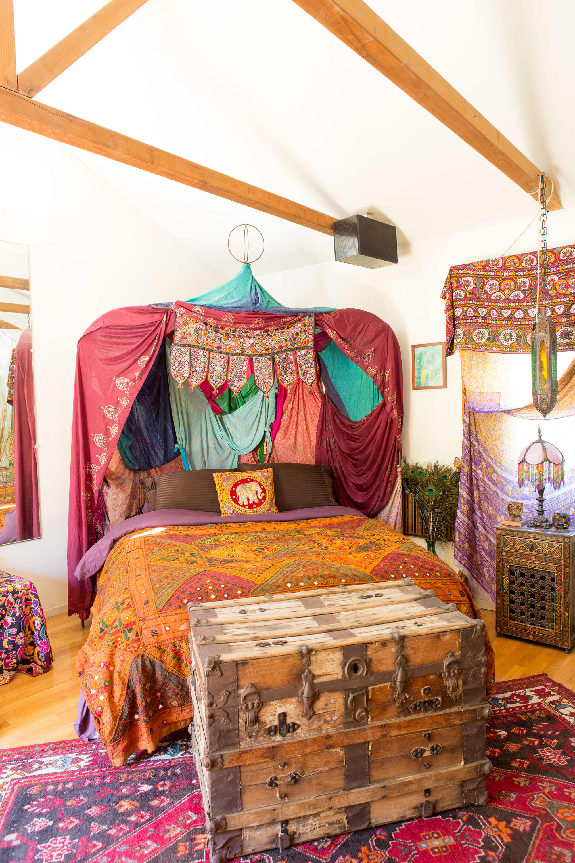 House Tour: A Colorful, Cozy Hideaway in Topanga Canyon ...