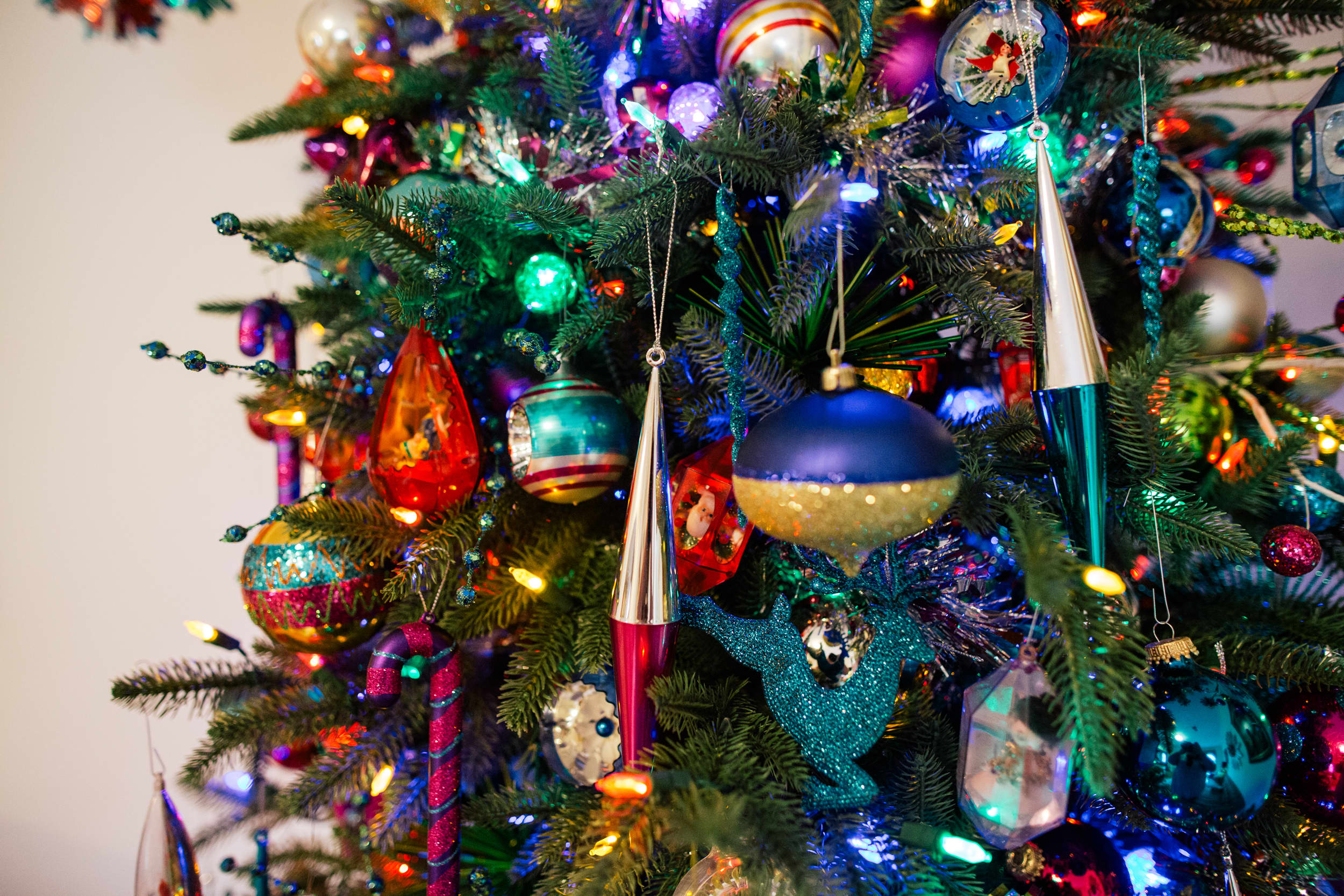 Tips For Decorating An Over The Top Christmas Tree Apartment Therapy