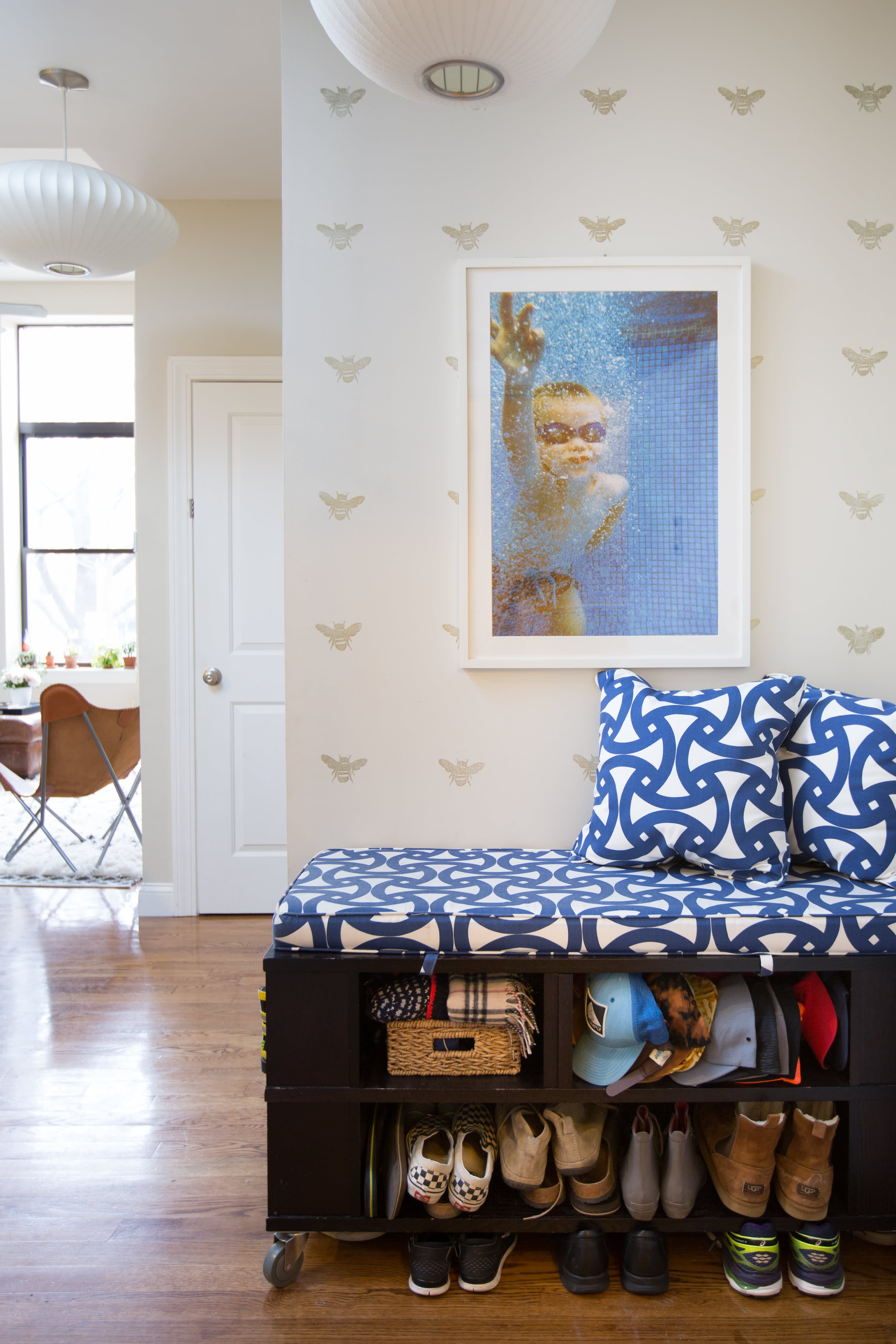 9 Ways To Organize A Bedroom With No Closets Apartment