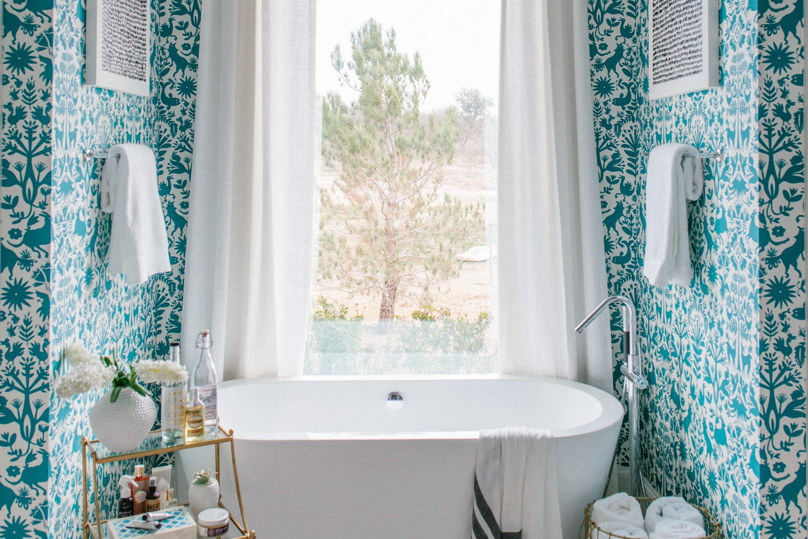 How To Get This Bold High End Bathroom Look On A Budget Apartment