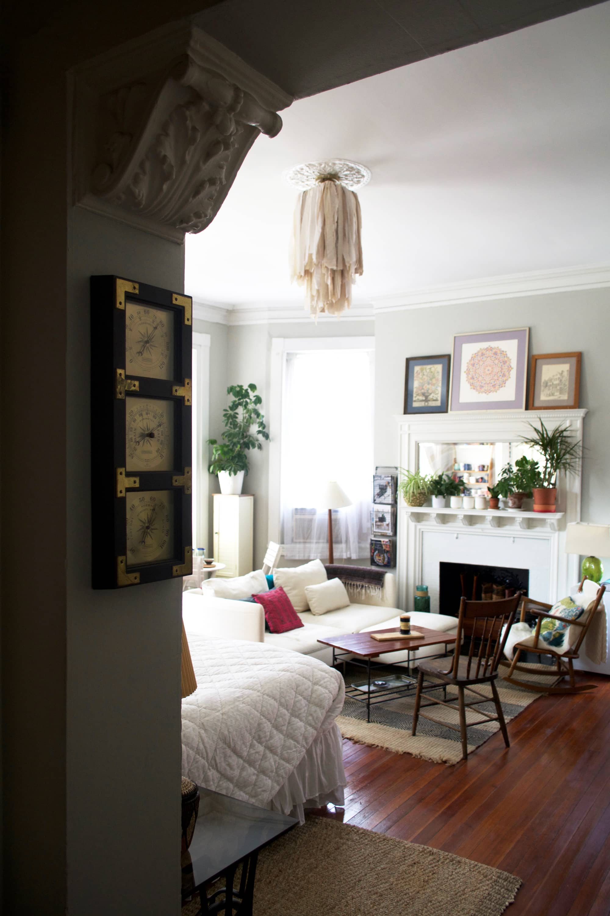 a cheerful 450 square foot studio in historic baltimore apartment therapy. Black Bedroom Furniture Sets. Home Design Ideas