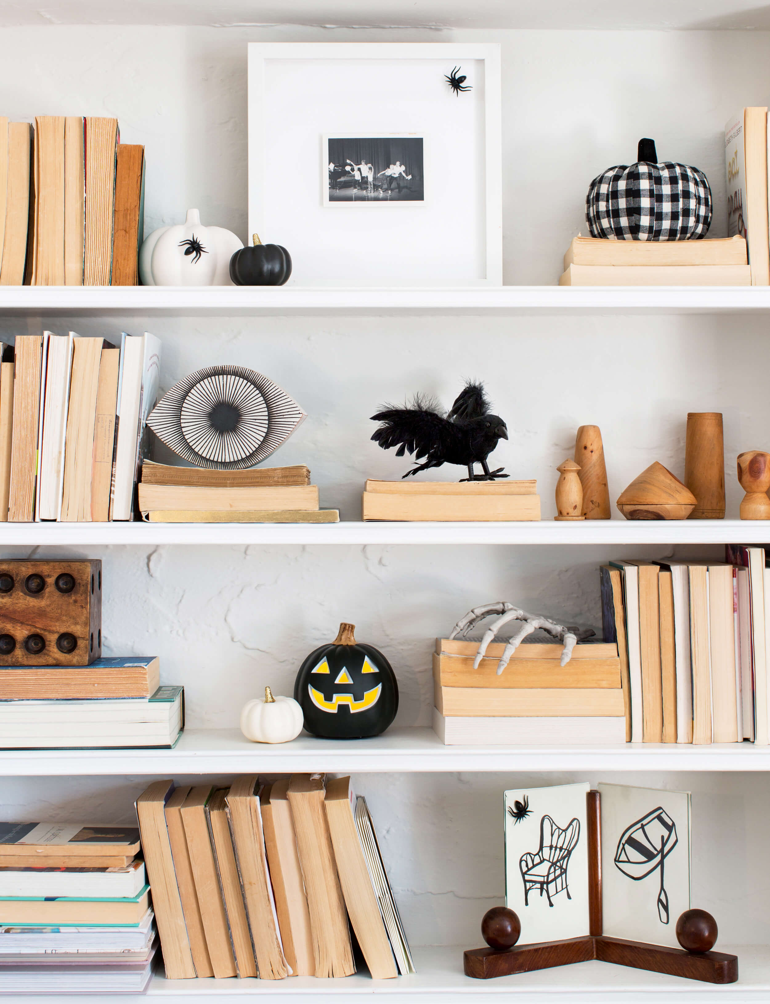 71baa4797e0 Last-Minute Halloween Decorating Ideas Straight From HGTV Stars ...