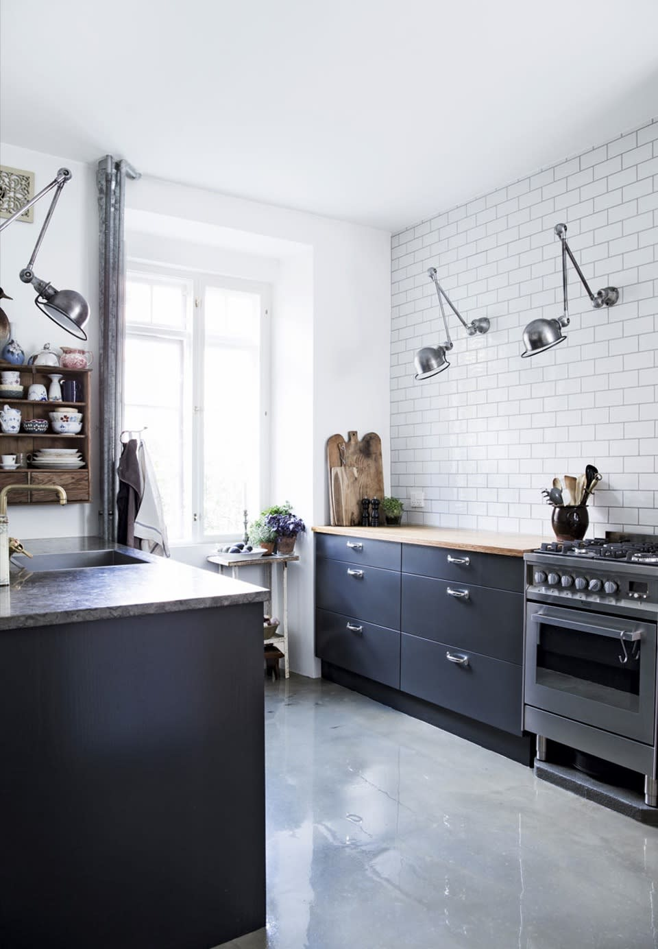 Kitchens Without Upper Cabinets Should You Go Without