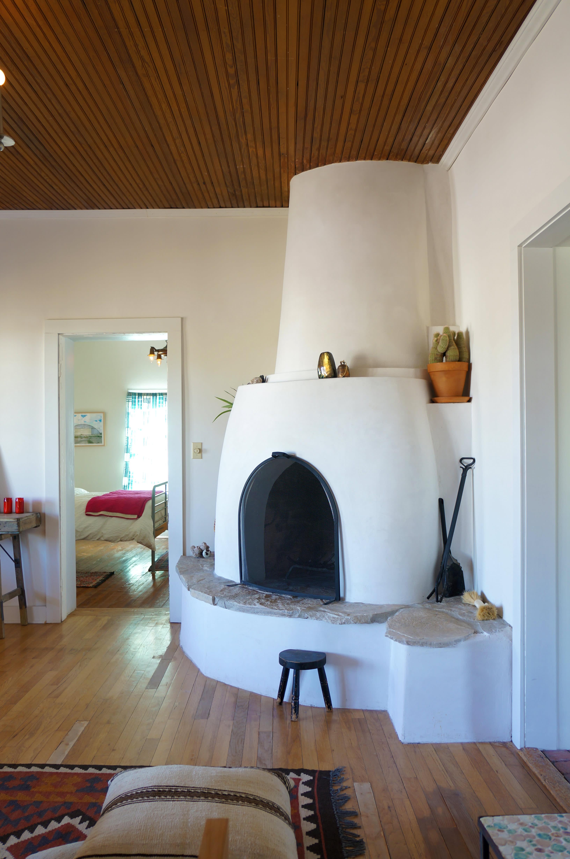 A modern adobe farmhouse home in marfa gallery image 11