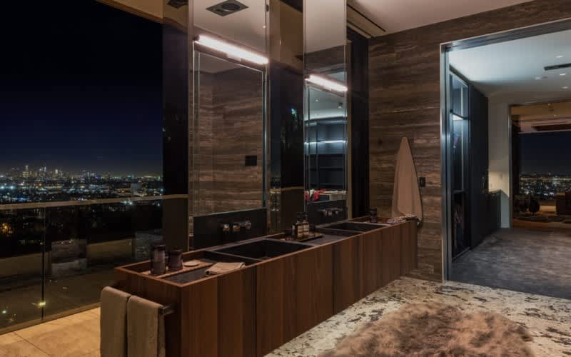 Check Out This $38M Mansion, Decorated by Lenny Kravitz: gallery image 18