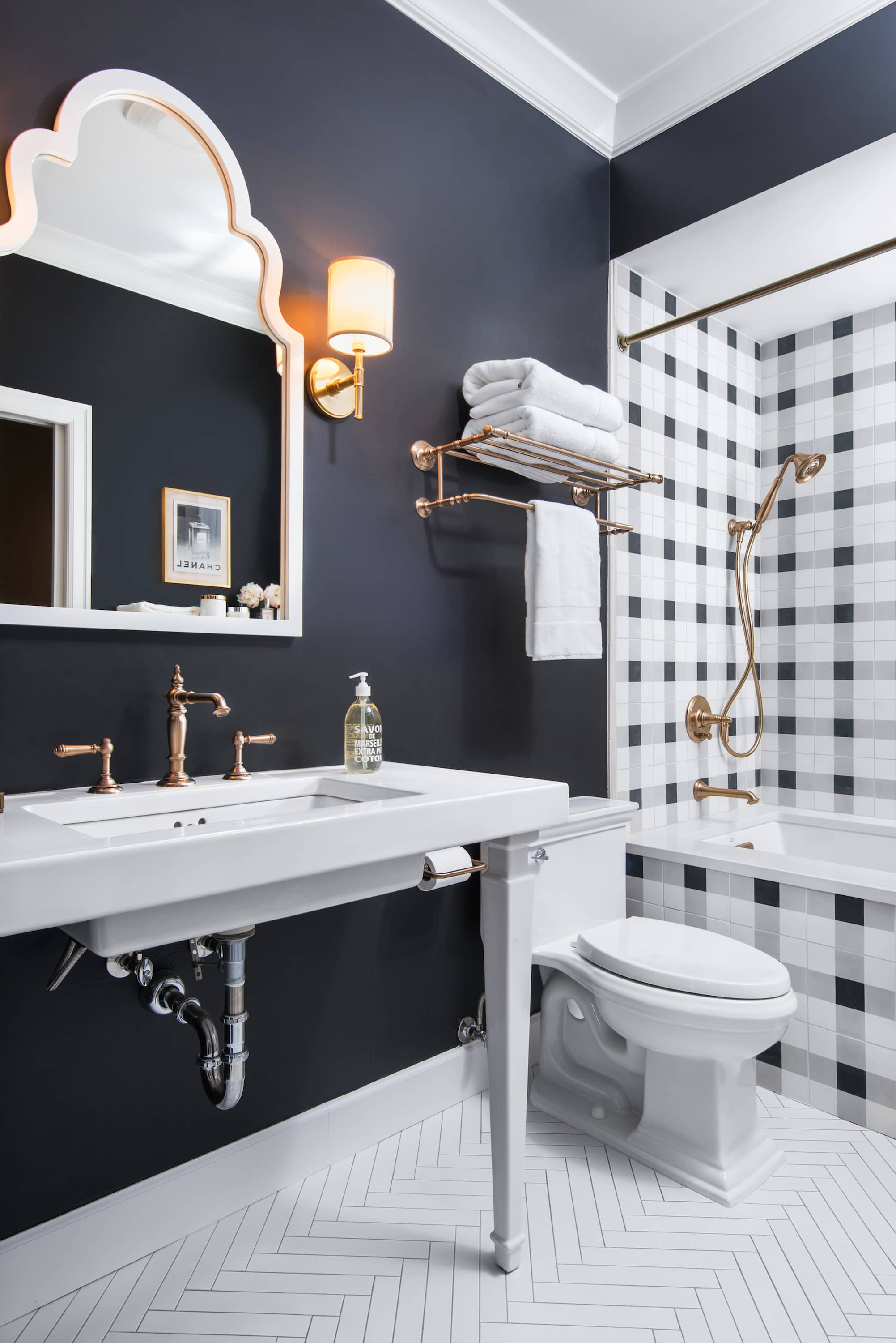 6 Bathrooms With Gorgeous Herringbone Tile Floors Apartment Therapy