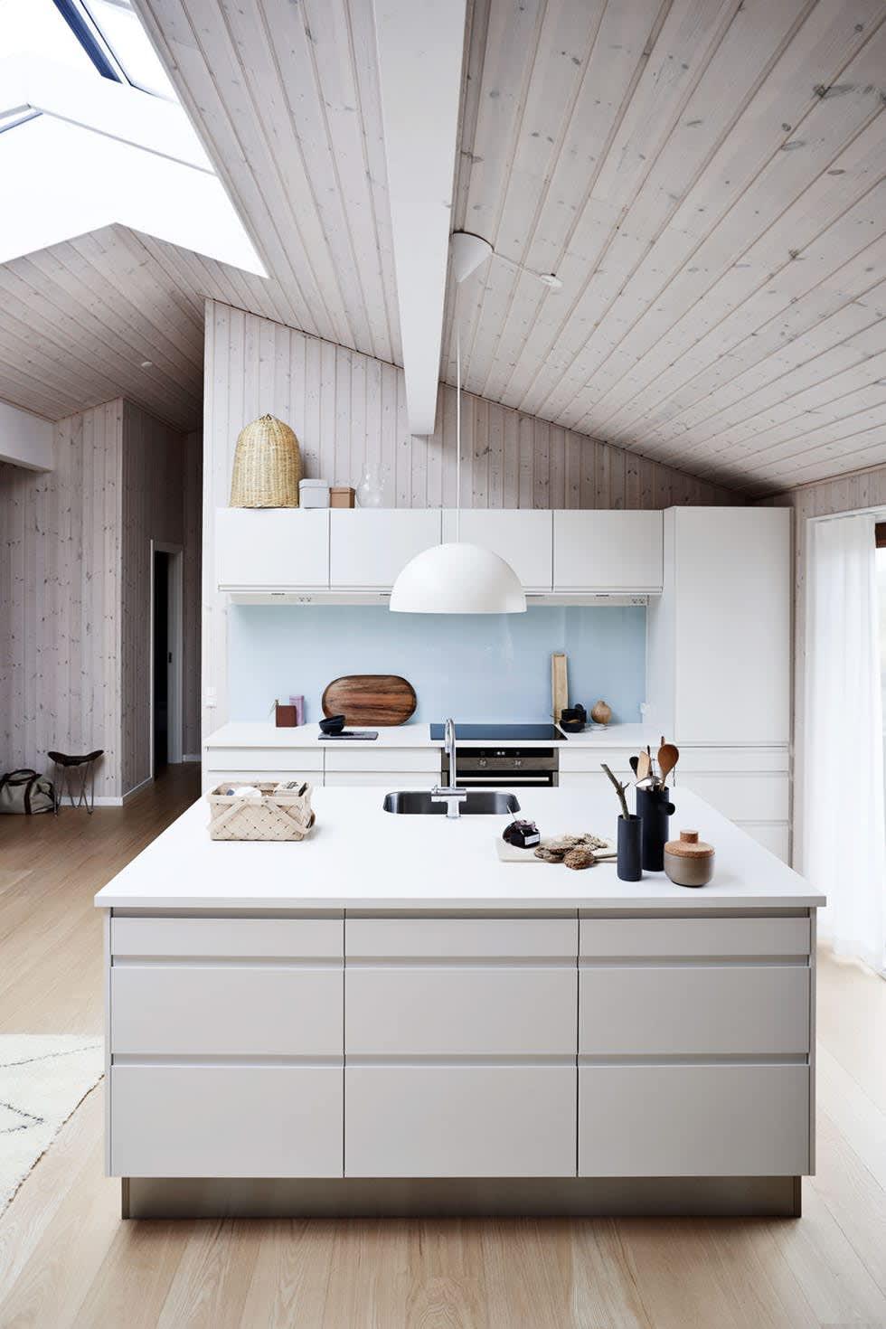 11 Beautiful Kitchen Backsplashes That Make Cleaning Easy ...