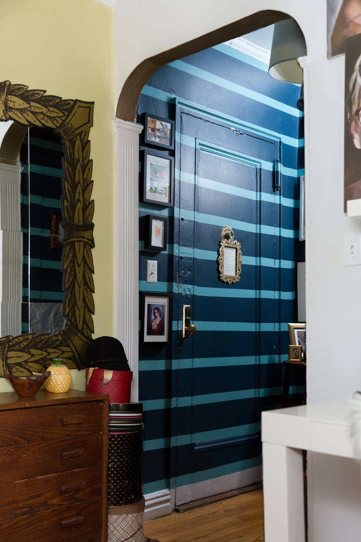 A Tiny 300-Square-Foot Studio Apartment Is a Jewel Box: gallery image 26