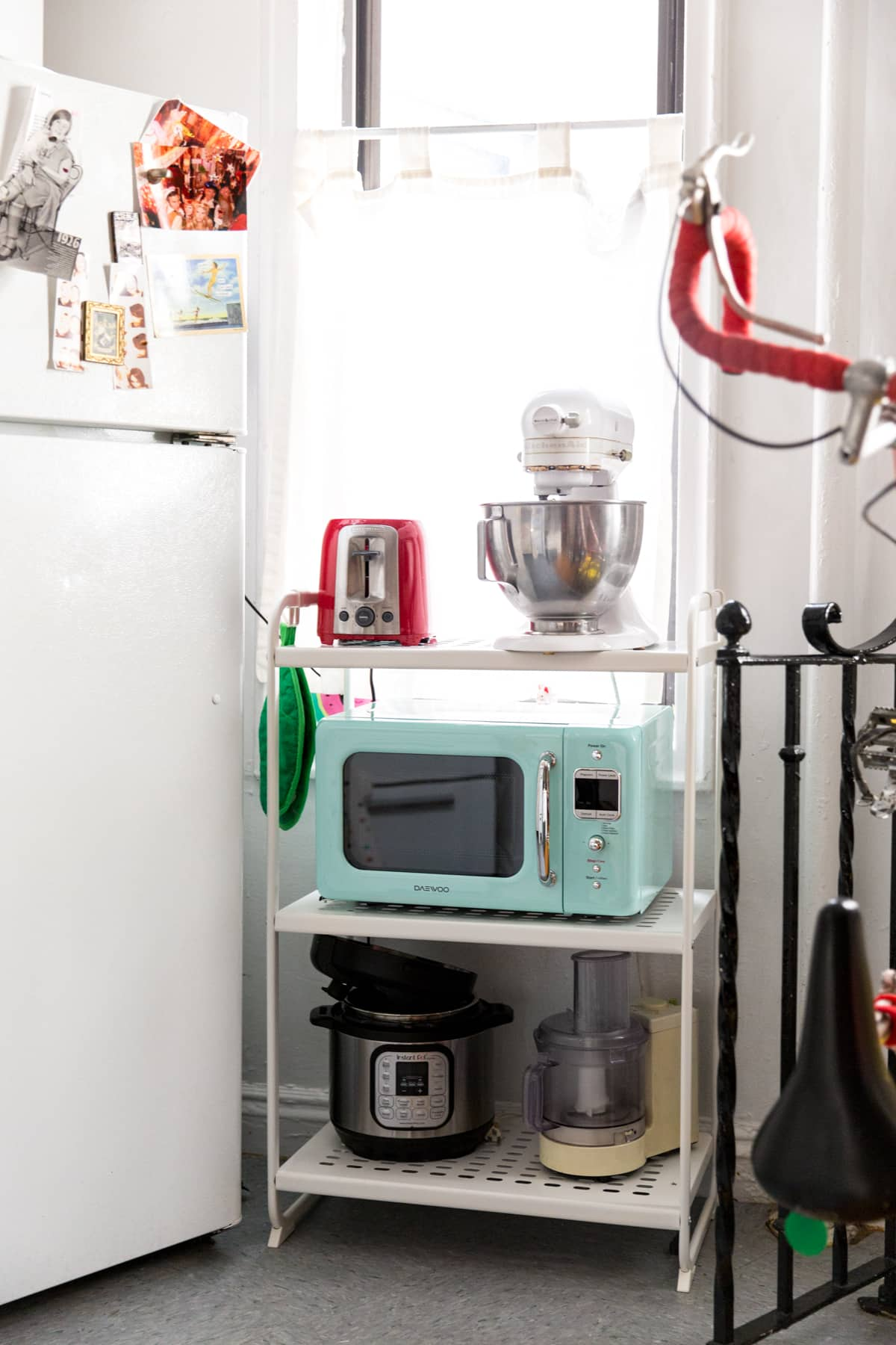 A Tiny 300-Square-Foot Studio Apartment Is a Jewel Box: gallery image 18