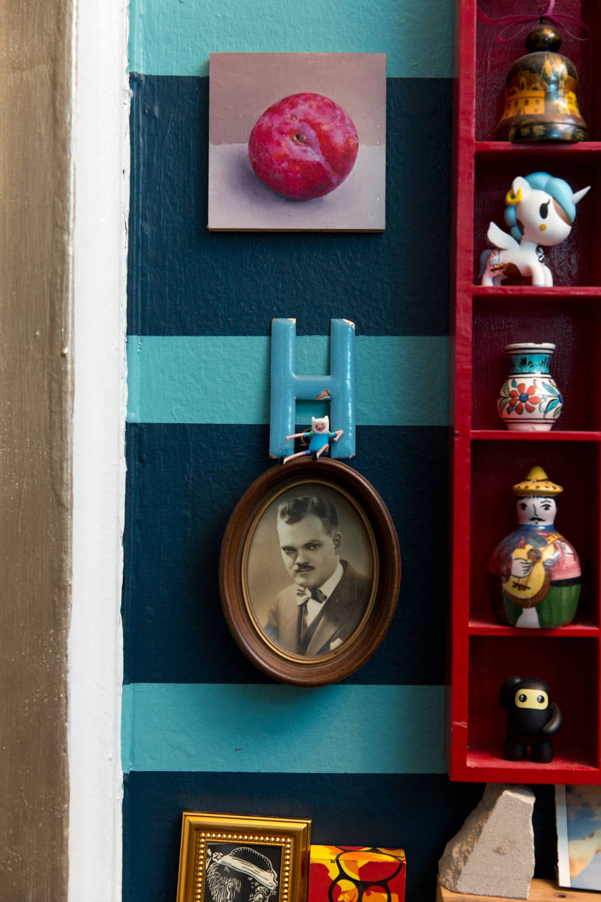 A Tiny 300-Square-Foot Studio Apartment Is a Jewel Box: gallery image 31