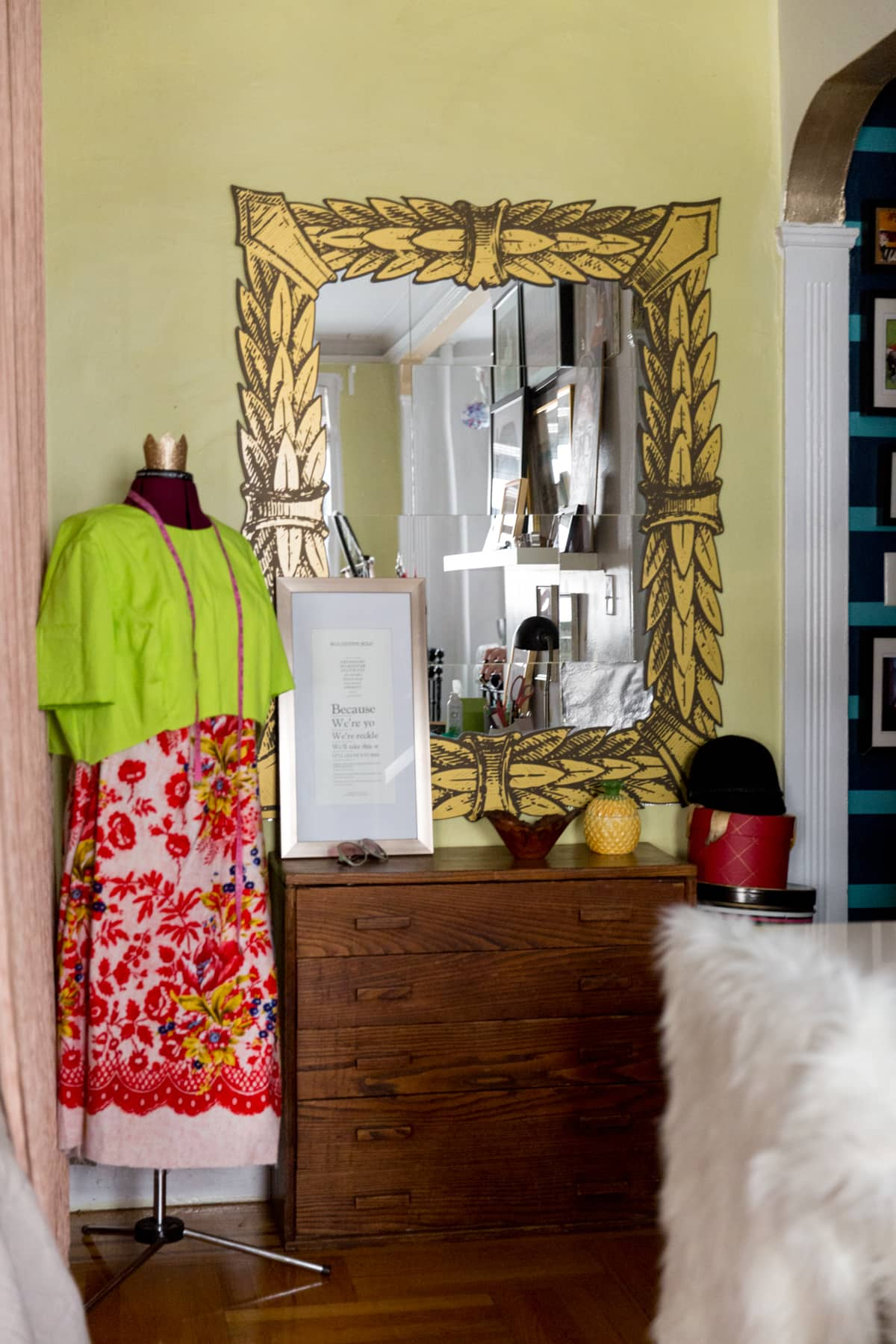 A Tiny 300-Square-Foot Studio Apartment Is a Jewel Box: gallery image 25