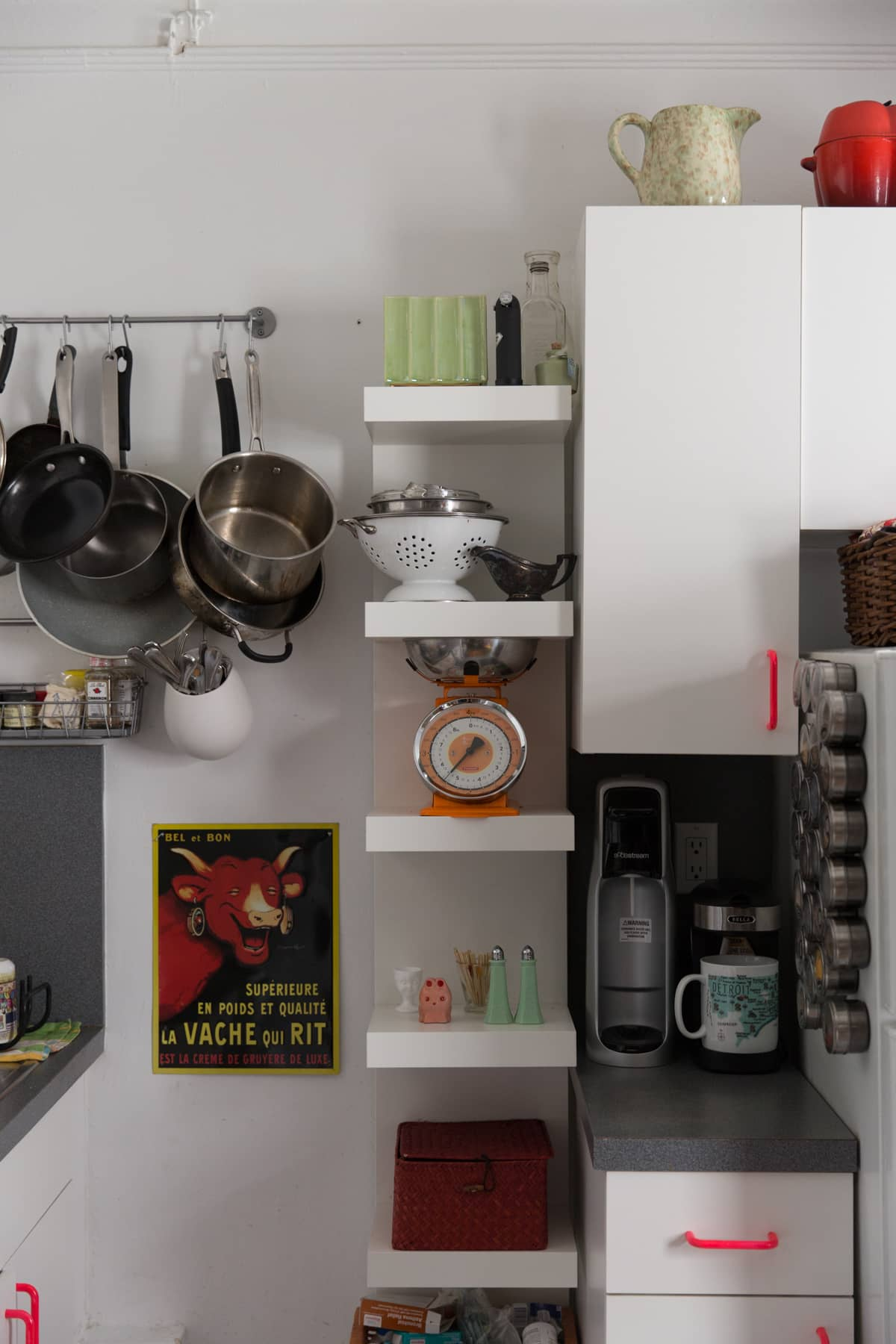 A Tiny 300-Square-Foot Studio Apartment Is a Jewel Box: gallery image 16