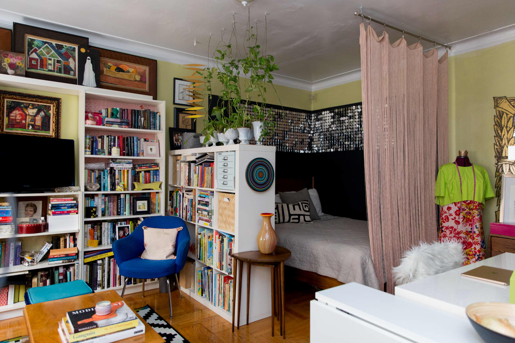 A Tiny 300-Square-Foot Studio Apartment Is a Jewel Box: gallery image 7