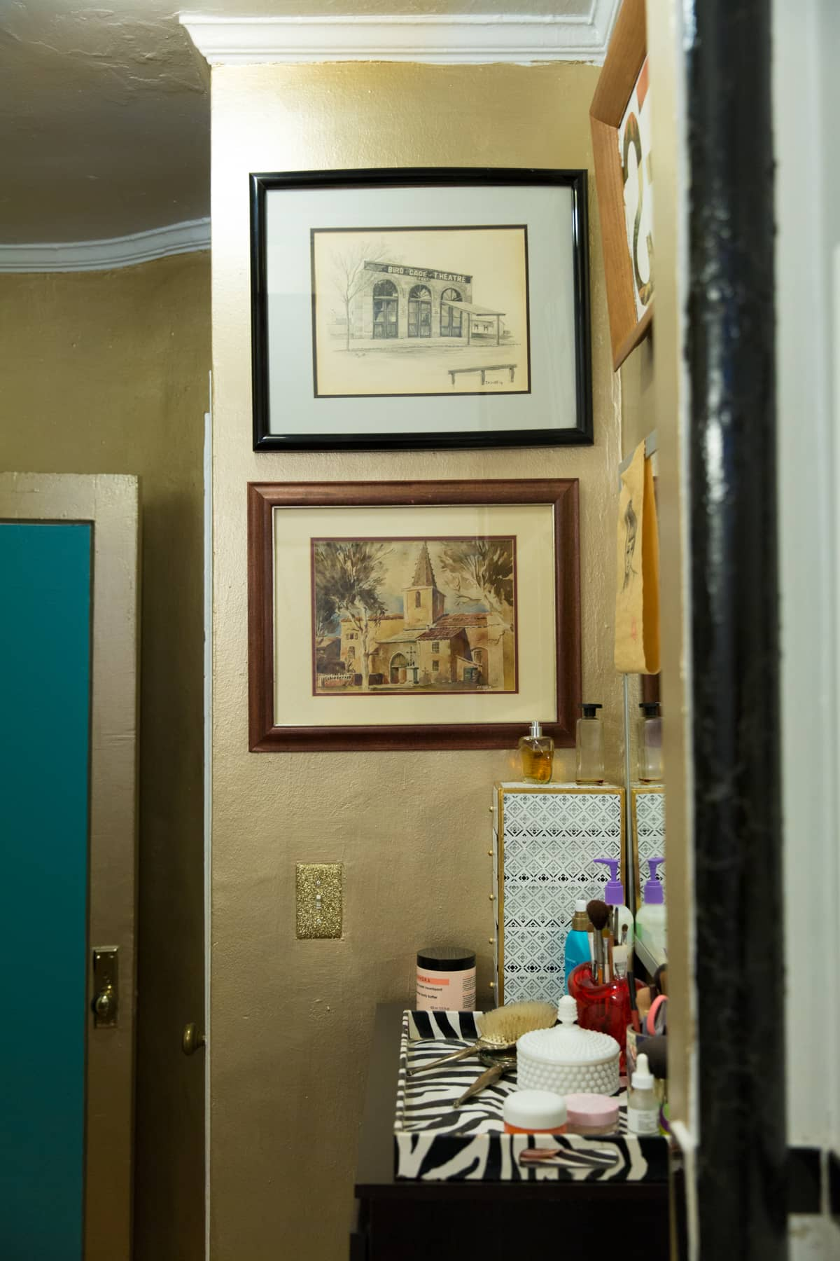 A Tiny 300-Square-Foot Studio Apartment Is a Jewel Box: gallery image 33