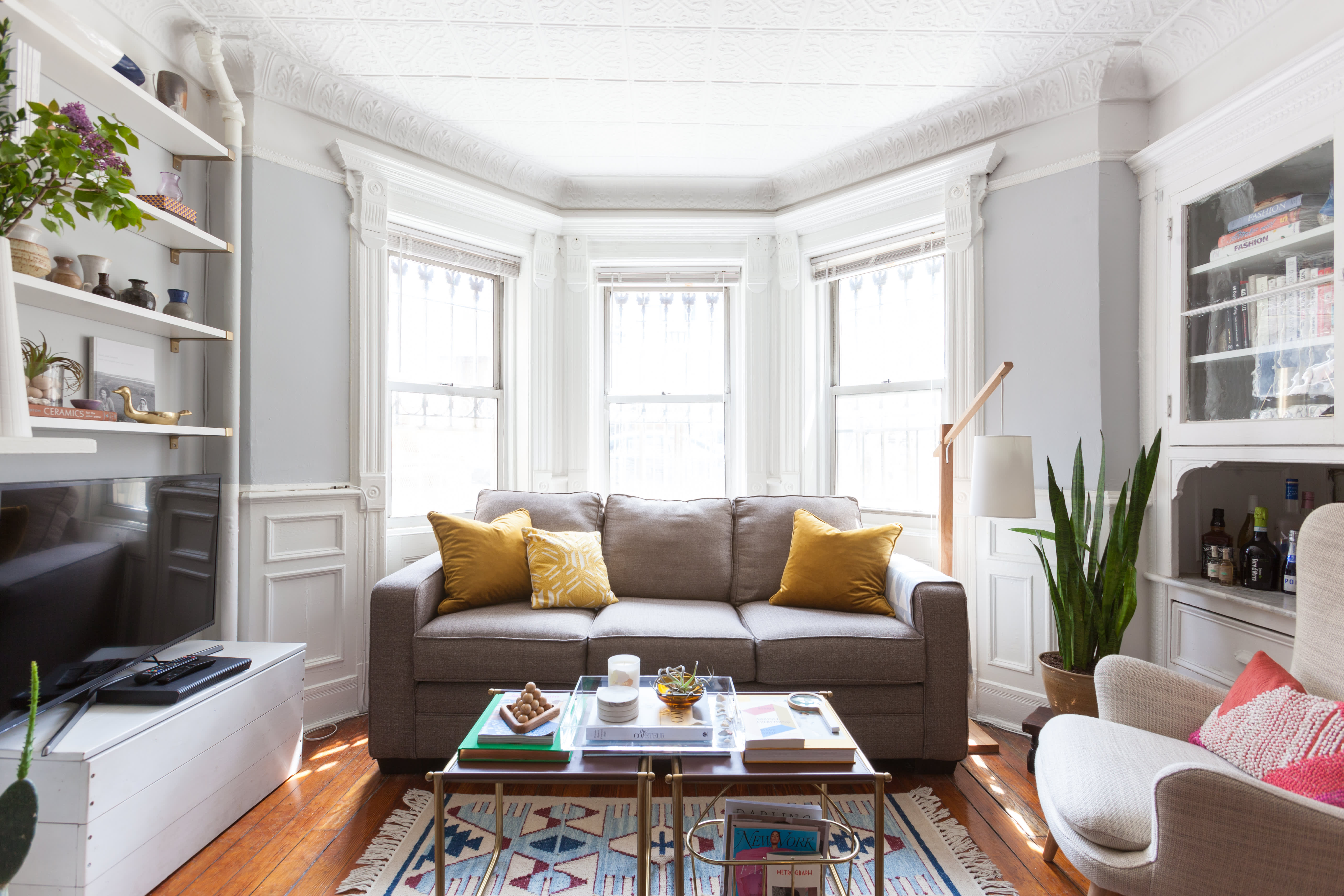 Here S How Much It Should Cost To Reupholster A Couch Apartment
