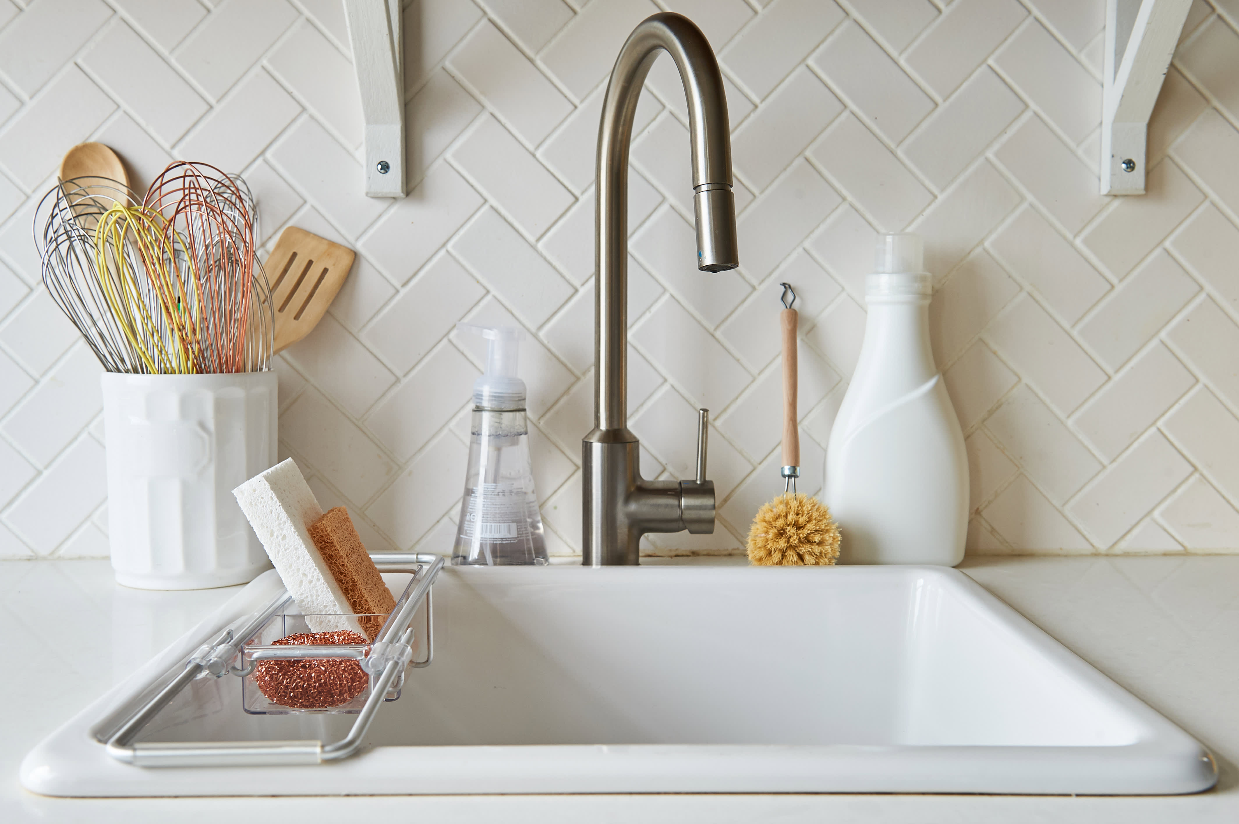 5fa3c285d23 10 Efficient Dish-Washing Tactics to Try (from People Who Hate to Do Them)