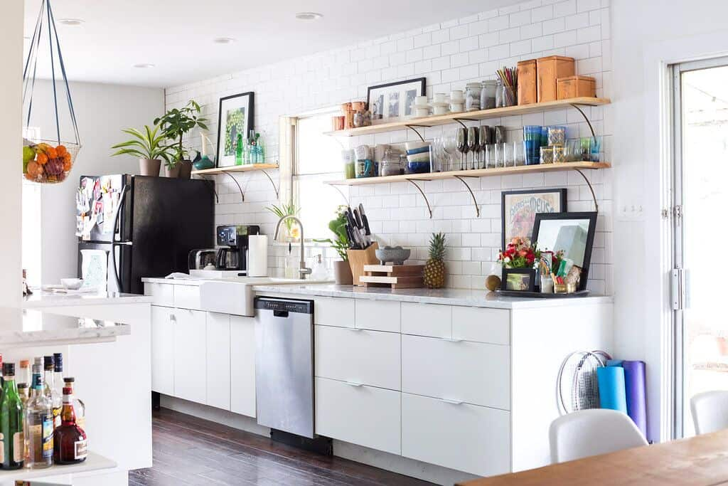 4 Appliance Mistakes Experts Say Will Make Your Home Harder to Sell on green kitchen appliances, red kitchen appliances, old kitchen appliances, silver kitchen appliances, black kitchen appliances, mismatch kitchen appliances, white kitchen appliances, broken kitchen appliances, pink kitchen appliances, vintage kitchen appliances, non matching kitchen appliances, turquoise kitchen appliances, brown kitchen appliances,