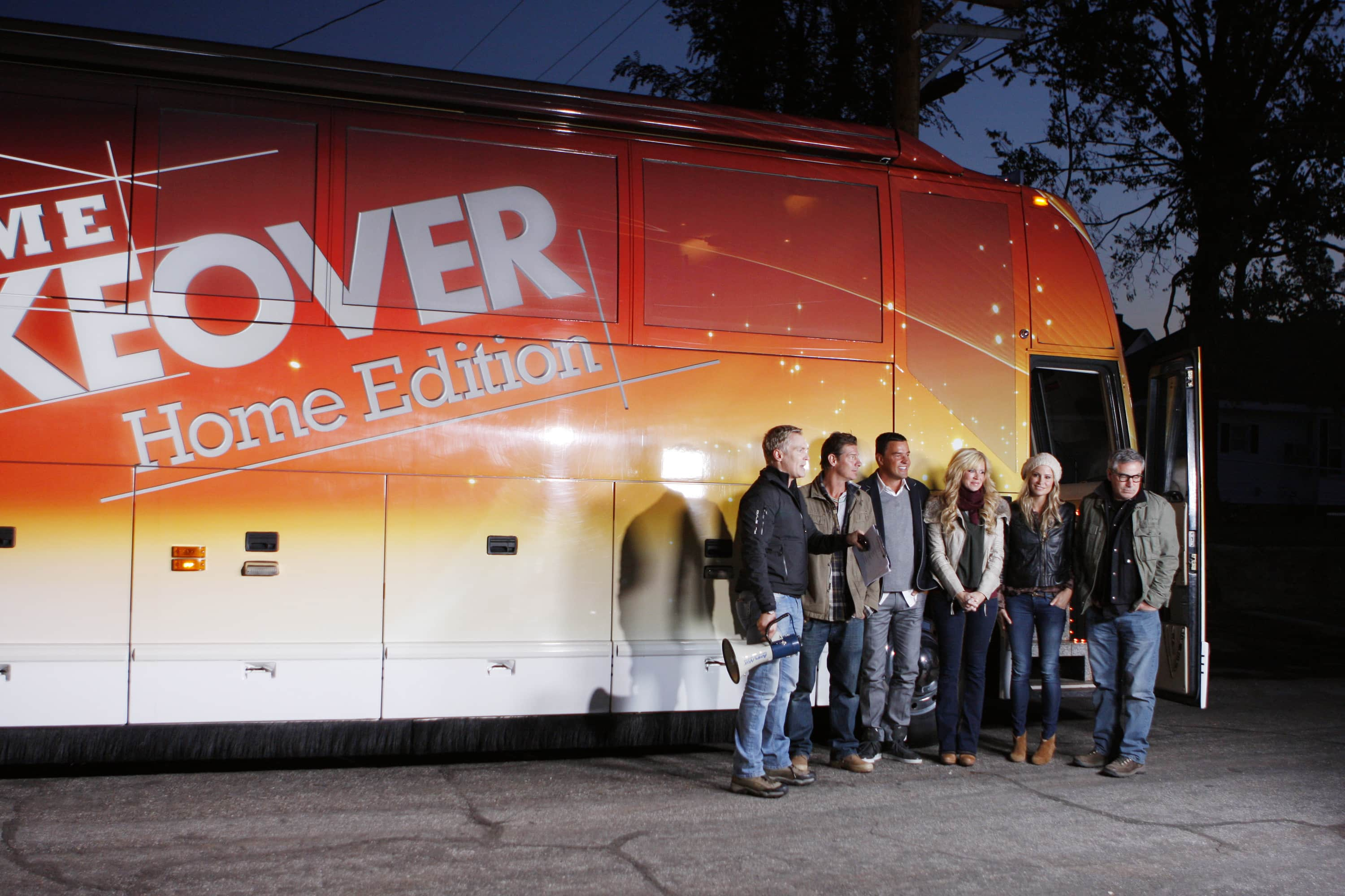 extreme makeover home edition is heading to hgtv apartment therapy. Black Bedroom Furniture Sets. Home Design Ideas