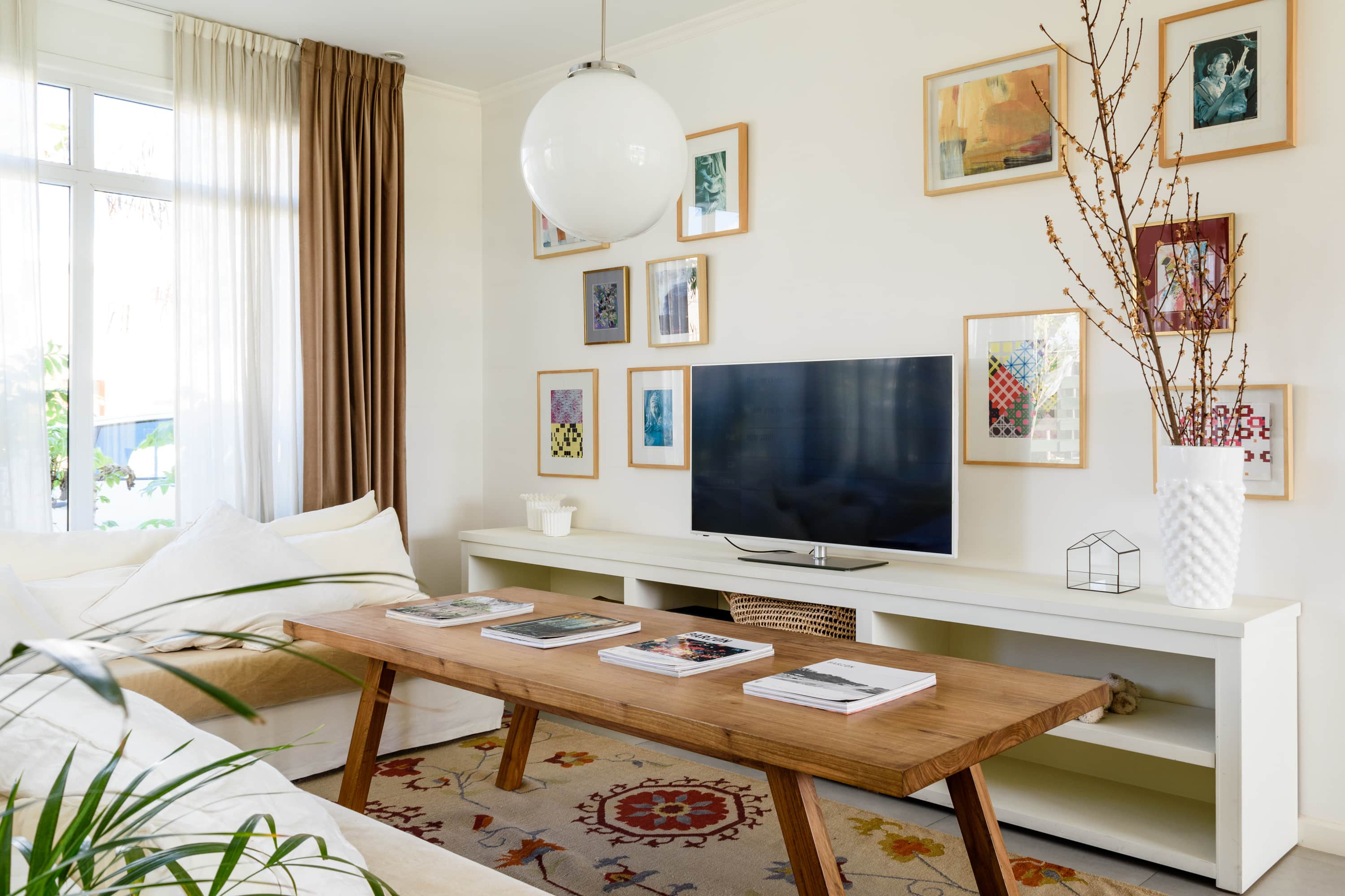 (Image Credit: Federico Paul). U201cIn Small Spaces, Itu0027s Important To Design A  Multifunctional Living Room.