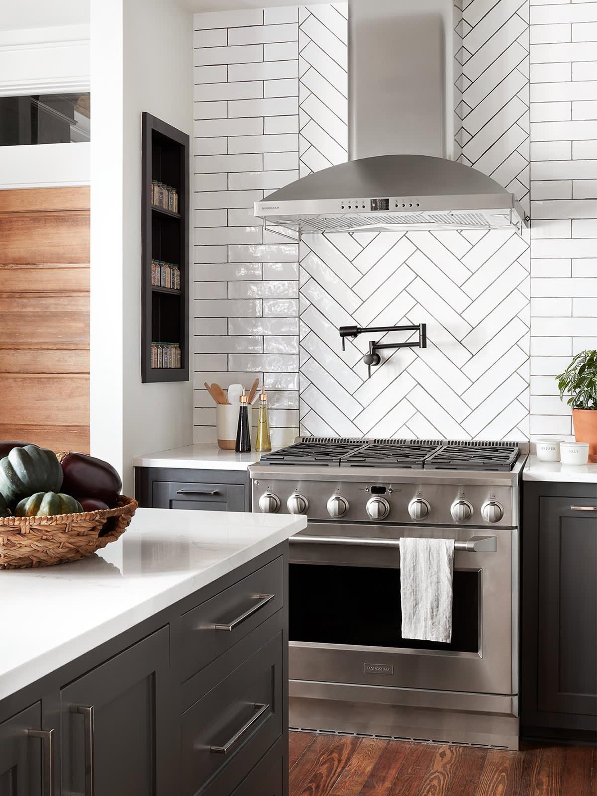 Best Fixer Upper Kitchen Designs From Joanna Gaines ...