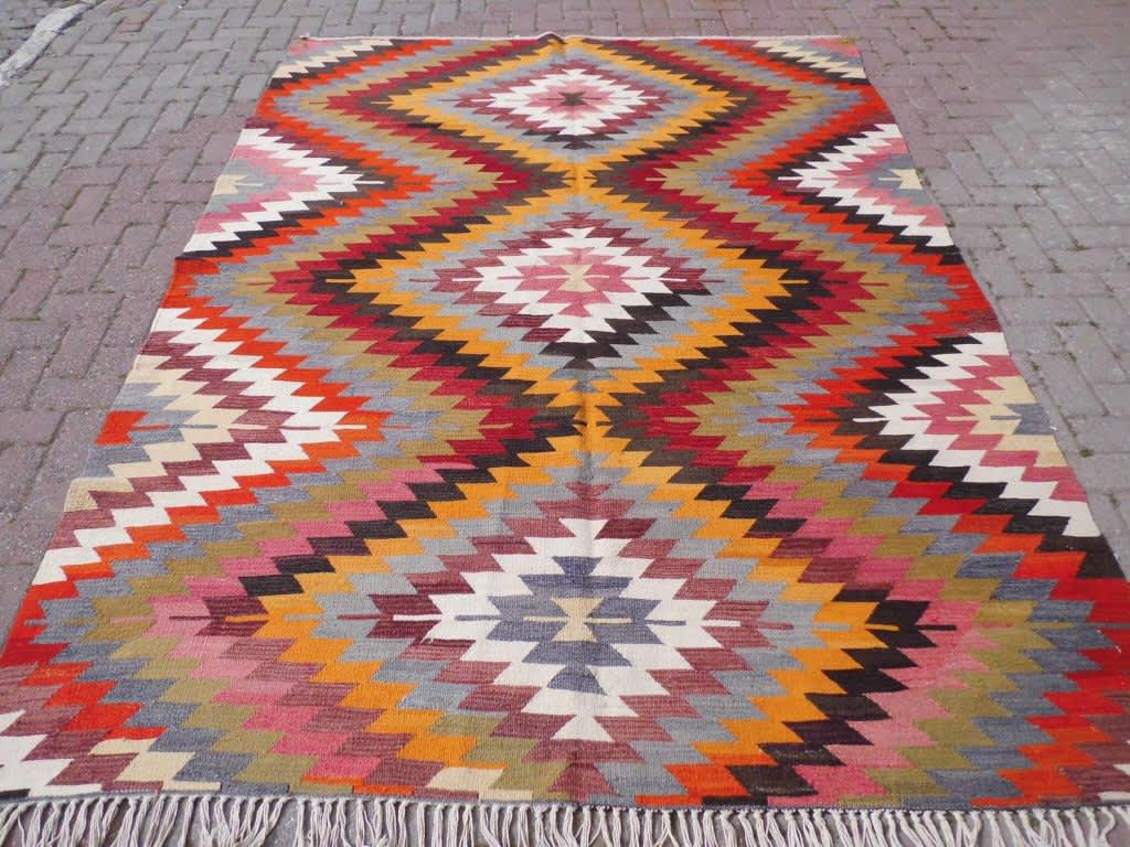 The Best Etsy Shops For Antique Amp Vintage Rugs Apartment