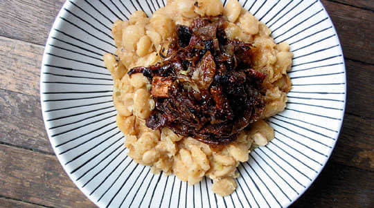 Recipe: Florida Butter Beans with Caramelized Onions and Bacon: gallery image 9